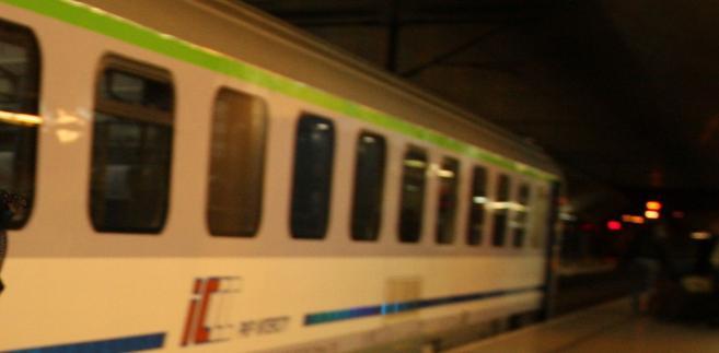 W związku ze zdarzeniem ruch pociągów jest prowadzony w obu kierunkach po jednym torze