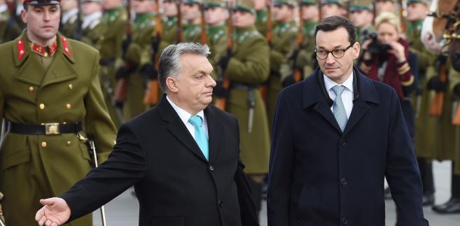 Viktor Orban podczas środowego wywiadu w TVP Info powiedział, że procedura wytoczona przez Komisję Europejską wobec Polski nie ma faktycznych podstaw i samo postępowanie jest nieprawidłowe.