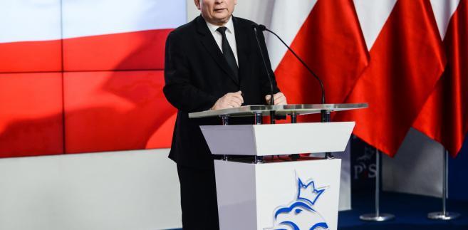 Prezes PiS Jarosław Kaczyński podczas konferencji prasowej.