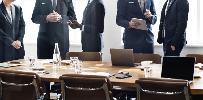 Przewodniczący rady nadzorczej ma obowiązek sprawowania stałego nadzoru nad prawidłową działalnością spółki
