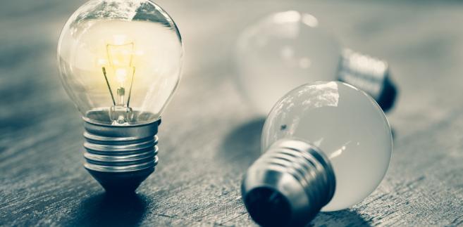 Firmy, których dostawcy energii popadli w kłopoty finansowe (m.in. z powodu wzrostu cen na Towarowej Giełdzie Energii) i zaprzestali świadczenia usług, zostały postawione pod ścianą.