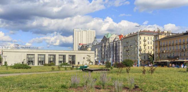 """W jego ocenie pomysł na 19. dzielnicę stolicy jest też """"palcem po wodzie pisany""""."""