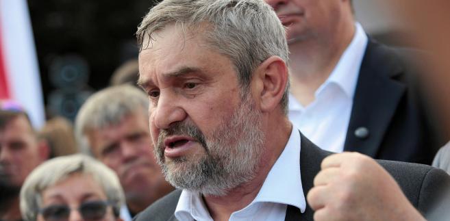 """Polityka wewnętrzna Izraela decyduje o """"odgrzewaniu"""" naszych antagonizmów; w cynicznej grze wyborczej używa się argumentów, które są kłamliwe - ocenił w czwartek przewodniczący polsko-izraelskiej grupy parlamentarnej, szef resortu rolnictwa Jan Krzysztof Ardanowski."""