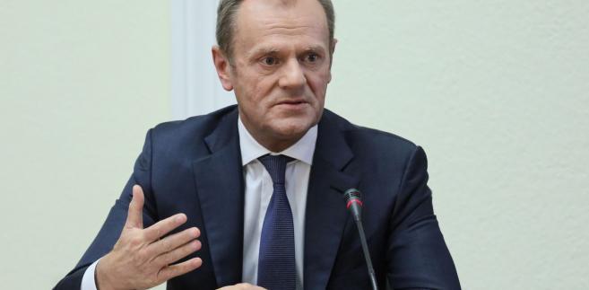 """""""Stan prawny w tych latach opisują szczegółowo dokumenty i przepisy, proszę korzystać z tego, co jest zapisane"""" - powiedział Tusk."""