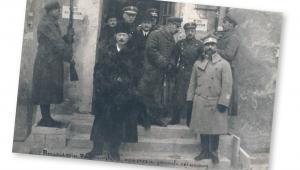 Premier Ignacy Paderewski przed gmachem Sejmu. Warszawa, 1919 r.