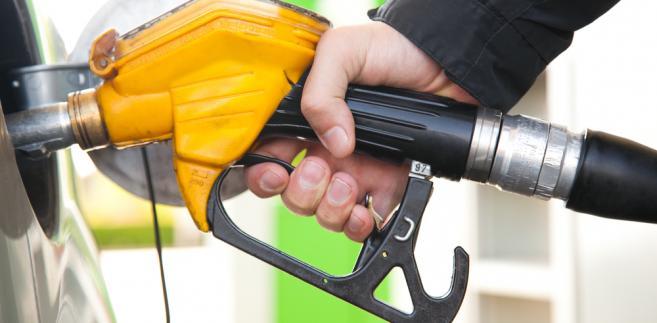 Cena benzyny w Polsce podczas wakacji może dojść do 6 zł za litr.