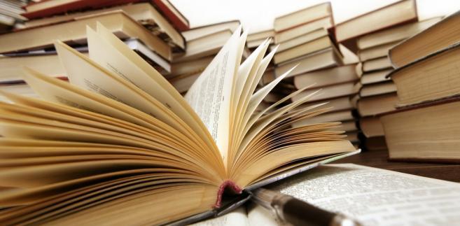 Rynek tradycyjnej książki staje się coraz trudniejszy, a niektórzy nie wytrzymują presji.