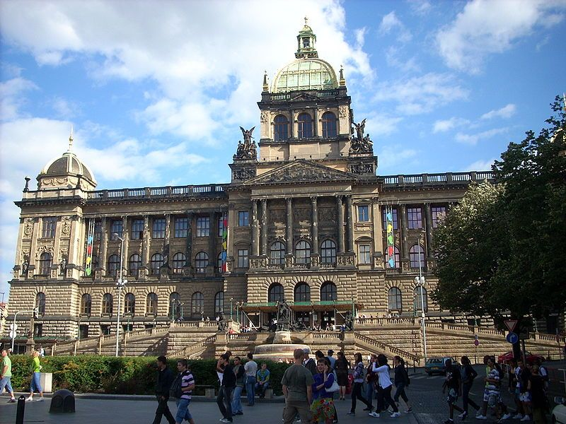 Praga - Muzeum Narodowe na Placu Wacława fot. Mark14 Wikipedia