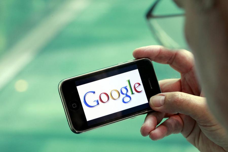 Logo Google'a na iPhonie Apple'a