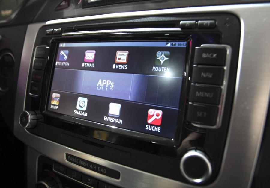 Prototyp AutoLinQ car system prezentowany przez Deutsche Telecom.