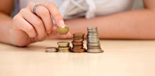 Celem wprowadzenia propozycji rządu ma być zahamowanie szybkiego wzrostu długu publicznego w Polsce, aby w 2013 r. nie został przekroczony drugi ostrożnościowy próg 55 proc. PKB.