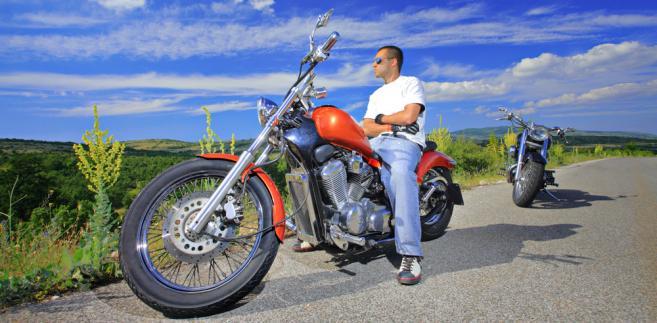 Dyrektor katowickiej izby uznał, że motocykl zalicza się do innej grupy środków trwałych niż samochody osobowe.