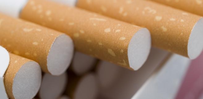 """W ciągu ostatnich 27 lat """"konsumpcja"""" papierosów z legalnych źródeł skurczyła się o prawie 40 proc."""